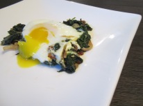 Nargesi Esfenaj (Eggs over Spinach)