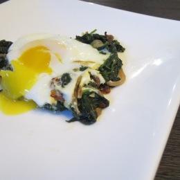Nargesi Esfenaj (Eggs over Spinach)