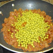 Stir in saffron and green peas, remove from heat.