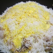 Pour the remaining chicken juice, saffron and yogurt mixture over the rice. Cover, cook over medium heat for 10 minutes.